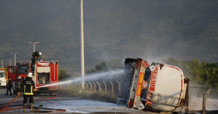 Bursa'da faciadan dönüldü! Metanol yüklü tanker devrildi!